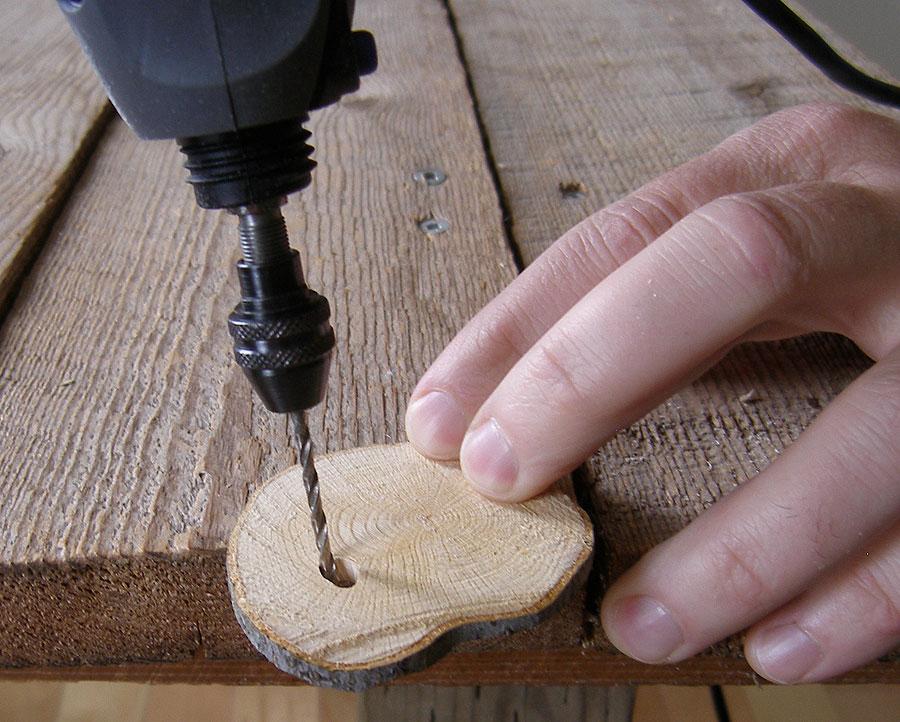Bricolage de noel boules de noel en bois rondelles de - Fabrication de boule de noel ...