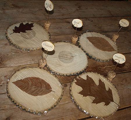 plateau de fromages en bois avec porte noms pr par s avec. Black Bedroom Furniture Sets. Home Design Ideas